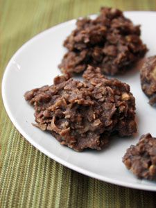 No-bake Chocolate Haystack Cookies I'd forgotten about these, they were a childhood favorite!No-bake Chocolate Haystack Cookies I'd forgotten about these, they were a childhood favorite! Chocolate Haystacks, Chocolate Oatmeal, Chocolate Coconut Macaroons, Chocolate No Bake Cookies, Oatmeal Cake, Coconut Cookies, Coconut Sugar, Chocolate Ganache, Chocolate Chips