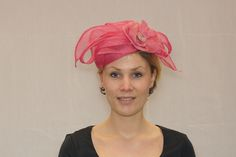 Haardecoraties roze sinamay blaadjes op roze dop [Hoeden en Zo ]