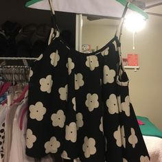 Flower flowy crop top Super cute flowy crop top. Looks great with high wasted jeans or shorts Tops Crop Tops