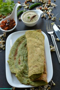 The traditional dosa gets a twist with the addition of sprouts. Mixed sprouts dosa using idly dosa batter, with its high source of proteins is a very nutritious breakfast alternative to the regular dosa.