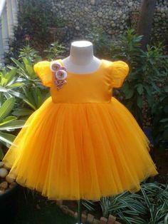 . Kids Dress Wear, Kids Gown, Kids Wear, Baby Frocks Designs, Kids Frocks Design, Girls Dresses Sewing, Little Girl Dresses, Baby Skirt, Baby Dress