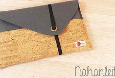 Juhu ihr Lieben,endlich gibt es mal wieder eine Nähanleitung von mir für euch. Dabei habe ich mich für eine schnelle, einfache und dennoch super schicke Tasche für das Notebook entschieden.