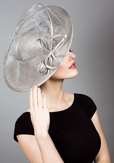R1462 - Fine straw sidesweep hat with sweeping ostrich feathers