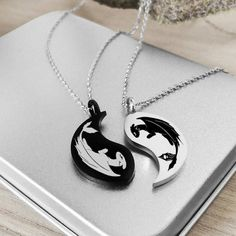 Yin Yang Night Fury & Light Fury Necklace, How to Train Your Dragon, Toothless Necklace, Couples Nec Dragon Jewelry, Dragon Necklace, Men Necklace, Bff Necklaces, Couple Necklaces, Yin Yang, Cute Dragons, Night Fury, Fantasy Jewelry