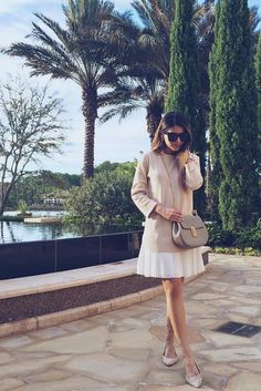 In the nude // Love how Pat played with lengths - long sweater / short pleated skirt - and completed the look with a taupe-y beige purse and Steve Madden Lecrew lace-up flats. #outfit #inspiration  Photo: thegirlfrompanama.com
