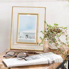 【楽天市場】ガラスと真鍮でできたフォトフレーム(63250)写真立て おしゃれ フォトスタンド アンティーク風 シンプル はがきサイズ ポストカード ゴールド フォトディスプレイ ガラスフレーム 西海岸 塩系 男前 インテリア 縦置き:生活雑貨のネットショップELEMENTS