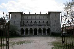 Ο Πύργος της Δούκισσας της Πλακεντίας. Σήμερα, ο Πύργος φιλοξενεί το Πολιτιστικό κέντρο Κοινότητας Πεντέλης.