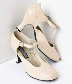 Soft, feminine and perfectly retro, these cream T-strap Mary Jane kitten heels are the perfect shoe to add an authentic vintage look to any outfit. Flapper Shoes, Flapper Headpiece, Headpiece Jewelry, 1920s Flapper, New Shoes, Your Shoes, Shoes Heels, Pumps, Shoes Uk