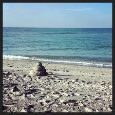 """'So this is Christmas..."""" op z'n Floridiaans met een 'sneuwpop' op het strand... LOL #usfam16 #myview"""