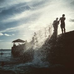 Local kids come to the wall to take a bath after school. To jump successfully, timing has to be just right when the wave peaks. After School, Niagara Falls, Hawaii, Waves, Bath, Nature, Instagram Posts, Kids, Children