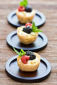 Fresh Berries & Cream Cheese Mousse in Phyllo.good starting point for easy dessert Mini Desserts, Just Desserts, Delicious Desserts, Yummy Food, Dessert Crepes, Pastry Recipes, Pavlova, Cookies Et Biscuits, Mousse