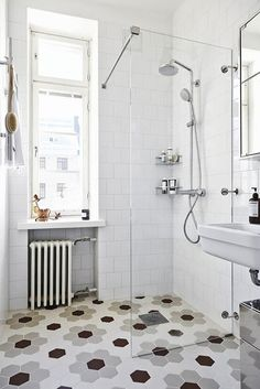 I'm so happy to have come across more pictures of this beautiful Helsinki apartment!