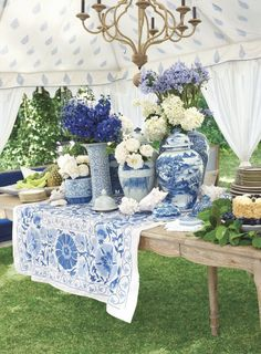 ideas wedding decoracion blue white table settings for 2019 China Vase, White Table Settings, Blue And White Vase, Blue Pottery, Chinoiserie Chic, Blue Party, Blue China, Ginger Jars, Decoration Table