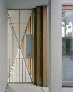 Präzision des Beton - Gemeindezentrum in Belgien von Rapp+Rapp