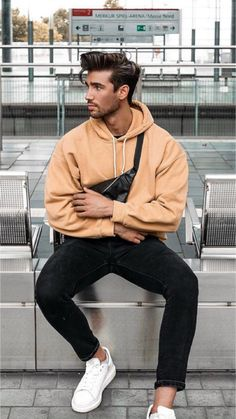 6 Casual Hoodie Outfits for Men - Men Only Lifestyle High Fashion Men, Mens Fashion Blog, Men's Fashion, Fashion Ideas, Winter Fashion, Hoodie Outfit Casual, Best Casual Outfits, Mens Style Guide, Style Men