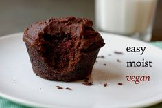 Super easy, super moist, super flavorful vegan chocolate cupcakes by Eve Fox, the Garden of Eating blog, copyright 2014