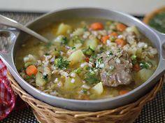 Exquisita Sopa de Cebada, una receta saludable y con mucho sabor! Un plato muy colombiano con vegetales frescos, la sustancia de un buen caldo y la cebada le aporta un gran valor nutricional. Buen provecho!