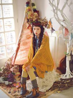 Mori Girl - I like the juxtaposition of the ethnic look with this Japanese style Mori Girl Fashion, Cute Fashion, Kawaii Fashion, Japanese Streets, Japanese Street Fashion, Mori Mode, Estilo Popular, Harajuku, Desu Desu