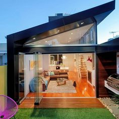 Traditional Victorian Home Transformed with a Glassy Modern Extension in Architecture & Interior design Terraced House, Architecture Design, Residential Architecture, Victorian Terrace House, Victorian Homes, Terrace Design, Design Case, Tiny Living, Modern House Design