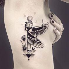 Egyptian Tattoo Sleeve, Art Deco Tattoo, Tatto Ink, Arm Tats, Aquarius Tattoo, Stylist Tattoos, Tatuagem Old School, Book Tattoo, Egyptian Art