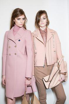 Always liked pink ...just gets so grimy :) Два нежных образа, подобранные в разных цветовых гаммах. Слева холодные, а справа тёплые
