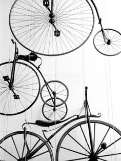 Tentoongestelde fietsen in Zwitsers transportmuseum in Luzern Fotoprint