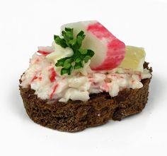 Kanapky s humrovým salátem surimi