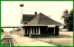 WATFORD , Ontario - Canadian National Railways station - now abandonded - canadara