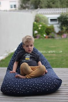 100 Brilliant Projects to Upcycle Leftover Fabric Scraps - Albatrong Sewing Projects For Beginners, Sewing Tutorials, Sewing Tips, Sewing Hacks, Diy Pouf, Floor Pouf, Baby Couture, Leftover Fabric, Creation Couture