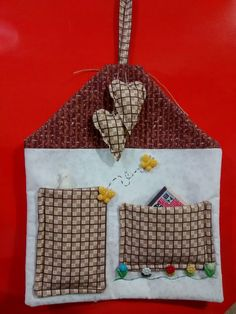Kit Apagão Peg Bag, Little Bit, Kids Bedroom Furniture, Couture Sewing, Mug Rugs, Homemade Christmas, Sewing Tutorials, Fabric Crafts, Diy And Crafts