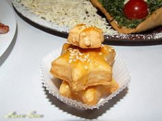 Saratele cu cascaval Cheddar, Apple Pie, Crackers, Baked Goods, Deserts, Good Food, Dessert Recipes, Cooking Recipes, Cheese