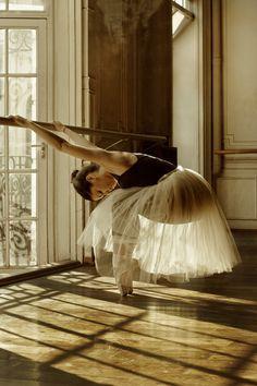[from the series 'Ballet jour' by Corina Sternberg, via Behance]