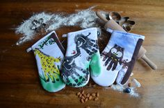 The homemade oven gloves are the ideal gift for Christmas. gifts - Sites new Christmas Gifts For Kids, Kids Gifts, Baby Gifts, Christmas Crafts, Oven Glove, Diy Presents, Pin Collection, Decoration, Christmas Stockings