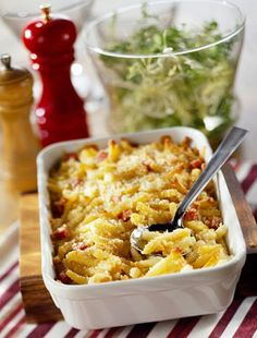 The pleasures of macaroni and cheese are undeniable. The soft, chewy feel of the noodles, the melted ooey gooey goodness of the fatty cheese. Baked Mac, Macaroni And Cheese, Bacon, Ethnic Recipes, Food, Mac And Cheese, Essen, Meals, Yemek