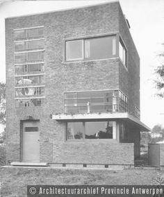 Antwerpen (Berchem), Oogststraat, woning Adriaensens (1928). photo credit: Architectuurarchief Provincie Antwerpen, found on the website: http://www.debalansvanbraem.be