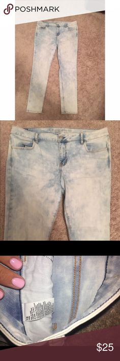 American eagle Jeggings Acid wash, light wash Jeggings (two light stains on back as seen in last picture) American Eagle Outfitters Jeans Skinny