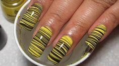 Suda Yapılan Sarı Siyah Desenli Tırnak Süsleme -