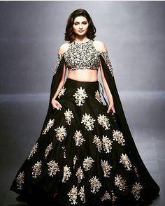 Gorgeous @PrachiDesai in Lakmé fashion week  #PrachiDesai #براتشي_ديساي