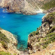 """Some beautiful paths can't be discovered without getting lost"" Erol Ozan 🌍🙌🏻 #travel #travelgram #traveldiaries #sardinia #viaggio #viaggiare #italy #sardegna #sardegnaofficial #italia #instadaily #instamood #sea #walking"
