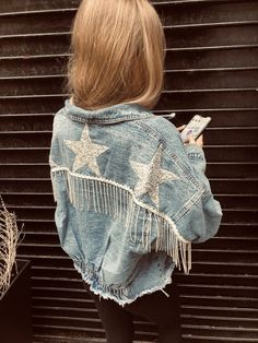 Rhinestone Fringe & Stars on Denim Jacket OMG Denim Jacket Diy, Painted Denim Jacket, Painted Jeans, Painted Clothes, Fringe Jacket, Denim Vests, Jacket Jeans, Diy Jeans, Denim Fashion
