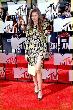 Zendaya: Lots of Leg at MTV Movie Awards 2014!   zendaya 2014 mtv movie awards 03 - Photo