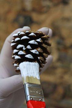 Fast fir cone DIY - Heart piece – pine cones DIY, pine cone DIY more - Christmas Crafts For Kids, Xmas Crafts, Homemade Christmas, Pine Cone Art, Pine Cone Crafts, Christmas Pine Cones, Christmas Ornaments, White Christmas, Fir Cones