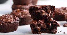 Muffins Double Chocolat, Compote de Pommes et Yogourt Grec Dark Chocolate Chips, Chocolate Fudge, Homemade Chocolate, Ww Desserts, Sugar Free Desserts, Dessert Recipes, Muffins Double Chocolat, Unsweetened Applesauce, Creamy Peanut Butter