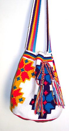 Buy your beautiful, unique Wayuu mochila bag now from How to Bogotá's online shop! Find your perfect bag :)