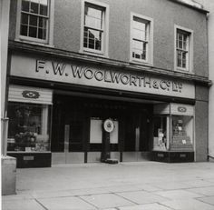 Woolworth Stores, seen on most High Streets. Old Pictures, Old Photos, Woolworth Building, What About Tomorrow, Family Album, Classic Cartoons, Good Ole, My Childhood Memories, My Memory