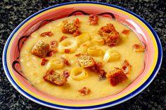 Kartoffel Lauch Karotten Suppe  Diese köstliche, bäuerliche Suppe lässt sich in Nullkommanichts mit wenigen Handgriffen zubereiten.  http://einfach-schnell-gesund-vegan.de/kartoffel-lauch-karotten-suppe-2/
