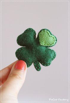 St. Patricks Day's felt luckey four leaf clover brooch magnet keychain St. Patricks Day clover