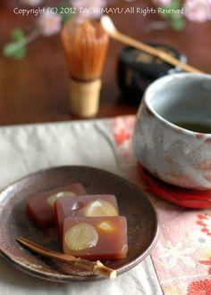 One of many favorite Japanese sweets, kuri-yokan 栗羊羹 Japanese Wagashi, Japanese Sweets, Japanese Food, Japanese Course, Japanese Table, Best Sweets, Japanese Tea Ceremony, Tempura, Matcha