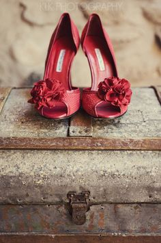 red wedding shoes, wedges, rustic, mexico - destination wedding photographer - www.klkphotography.com