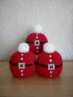 56 Unique Knitted Christmas Decorations Ideas For This Season, Diy Abschnitt, Knitted Christmas Decorations, Knit Christmas Ornaments, Christmas Cover, Christmas Makes, Xmas Decorations, Christmas Fun, Xmas Baubles, Xmas Crafts, Christmas Projects